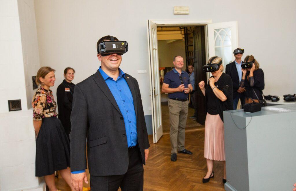Baltimaade peaministrid Tartu Ülikooli muuseumi külastusel viibimas meie keskaegses toomkirikus