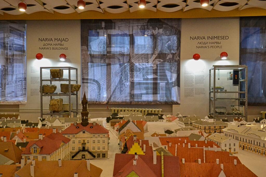 """Vaade näituse """"Vana. Uus. Narva"""" esimesele saalile"""